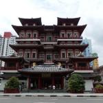"""Ein buddhistischer Tempel, genauer gesagt der """"Buddha's Tooth Relic Temple""""."""