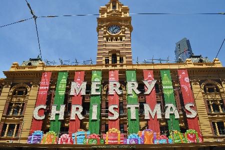 Weihnachtsdekoration an der Flinders Street Station. Bild von Marius.